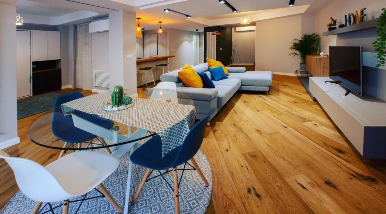 Hexagonal Design Apartment Valencia, Spain - Booking.com