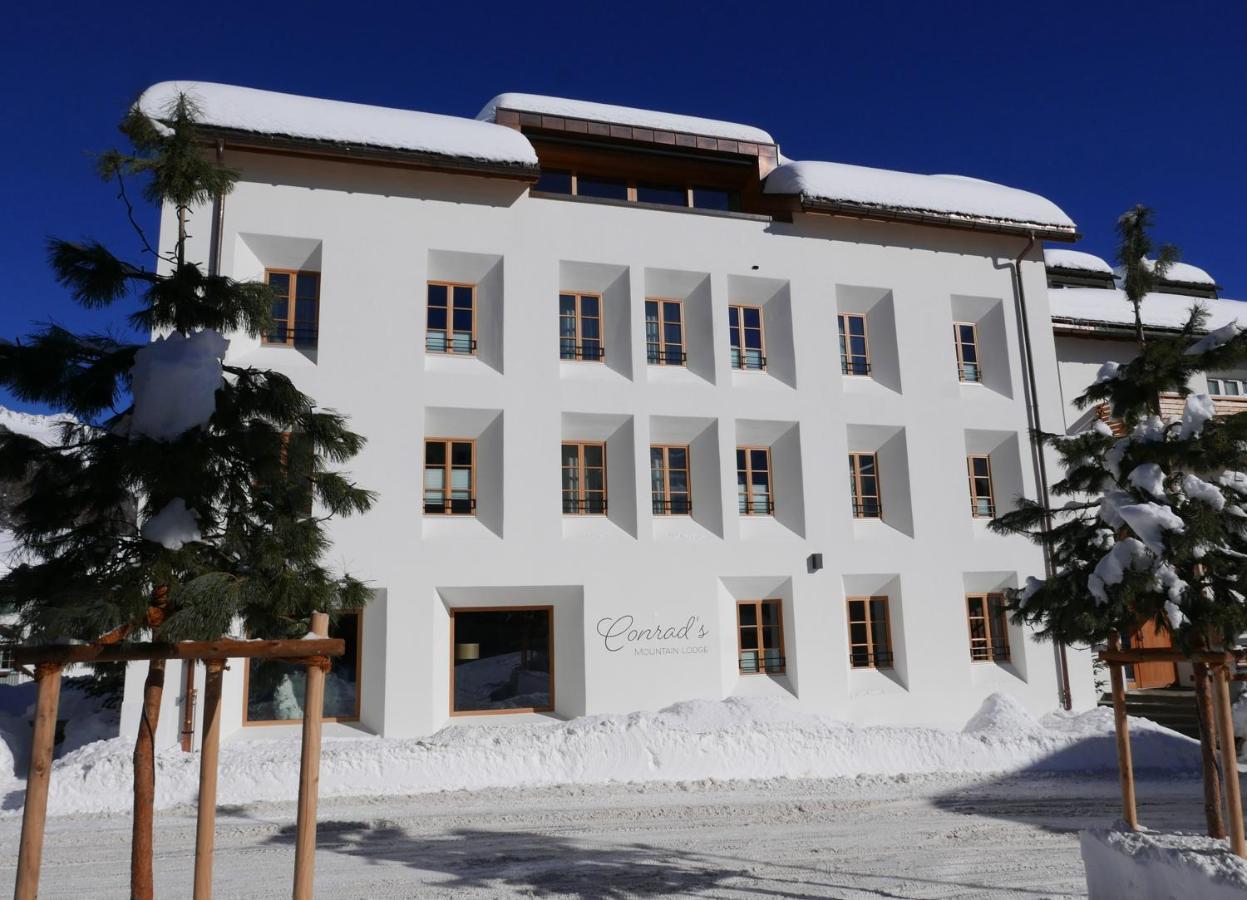 Отель  Conrad's Mountain Lodge