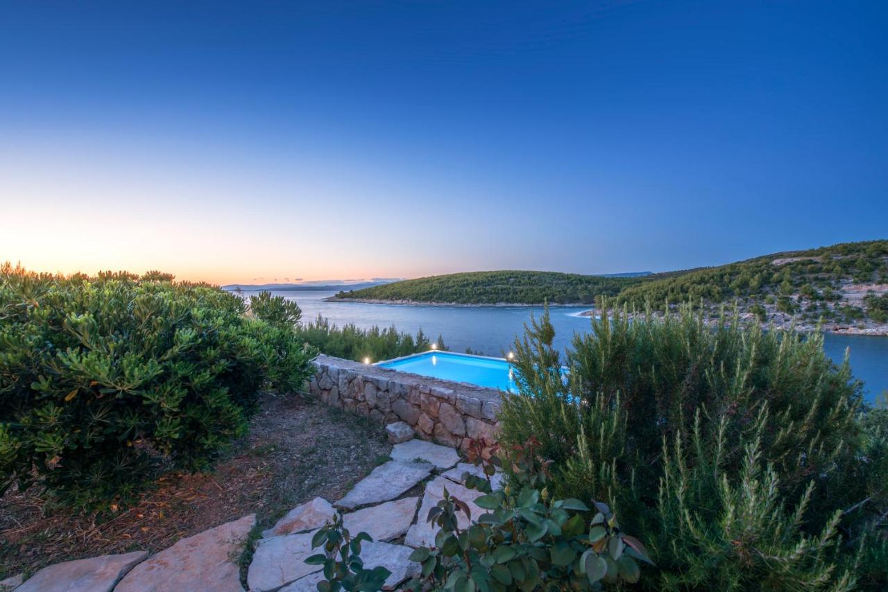 Pogled na bazen u objektu Villa Beleca ili u blizini