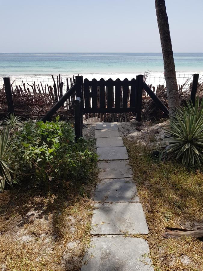 Дома для отпуска  Kivulini Diani Beach Front Villa's & Cottages