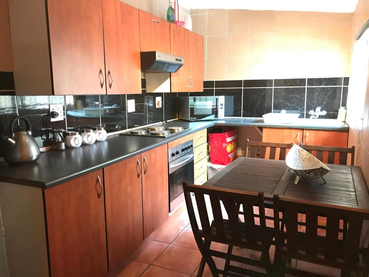 Contemporary Stay At Giraffe Cottage Benoni Updated 2020