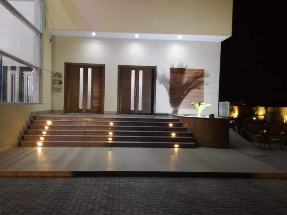 Отель  Sultan Grand Hotel