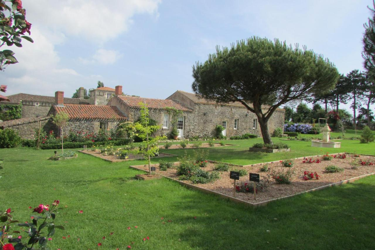 Les Jardins De La Robinière gîtes de la roblinière, landevieille, france - booking