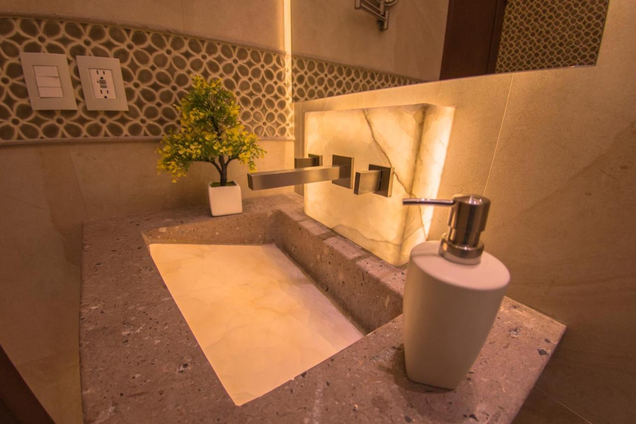 Ralf Cantando En El Bano.Hotel De La Soledad Mexico Morelia Booking Com