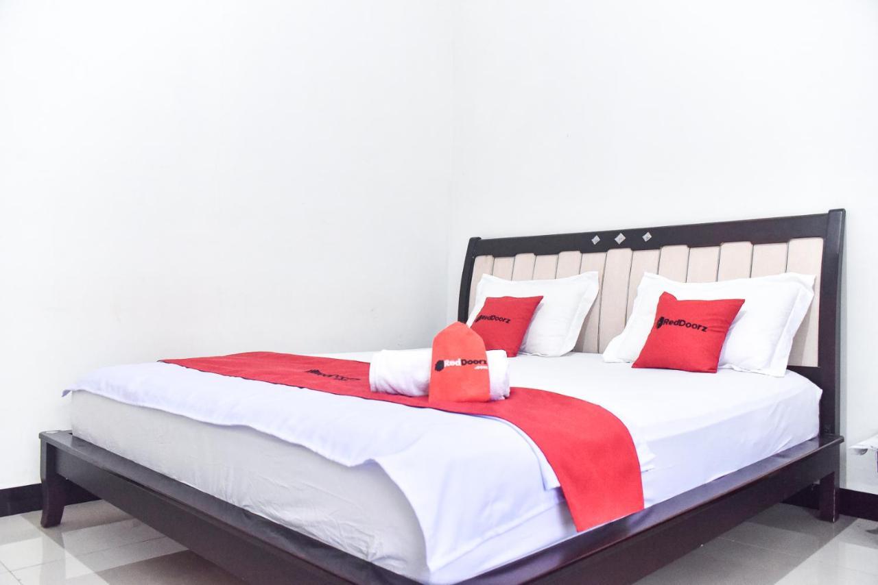 Отель  RedDoorz Near Sultan Hasanuddin Airport 2