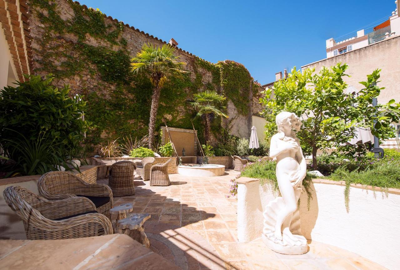 Отель  Best Western Plus Le Patio Des Artistes Wellness Jacuzzi
