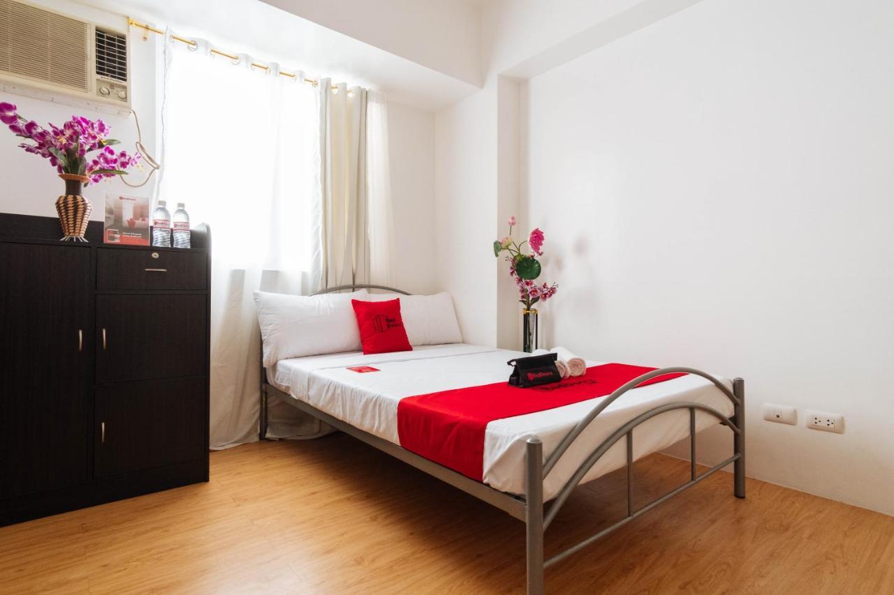 Отель  RedDoorz Premium @ Amaia Skies Avenida