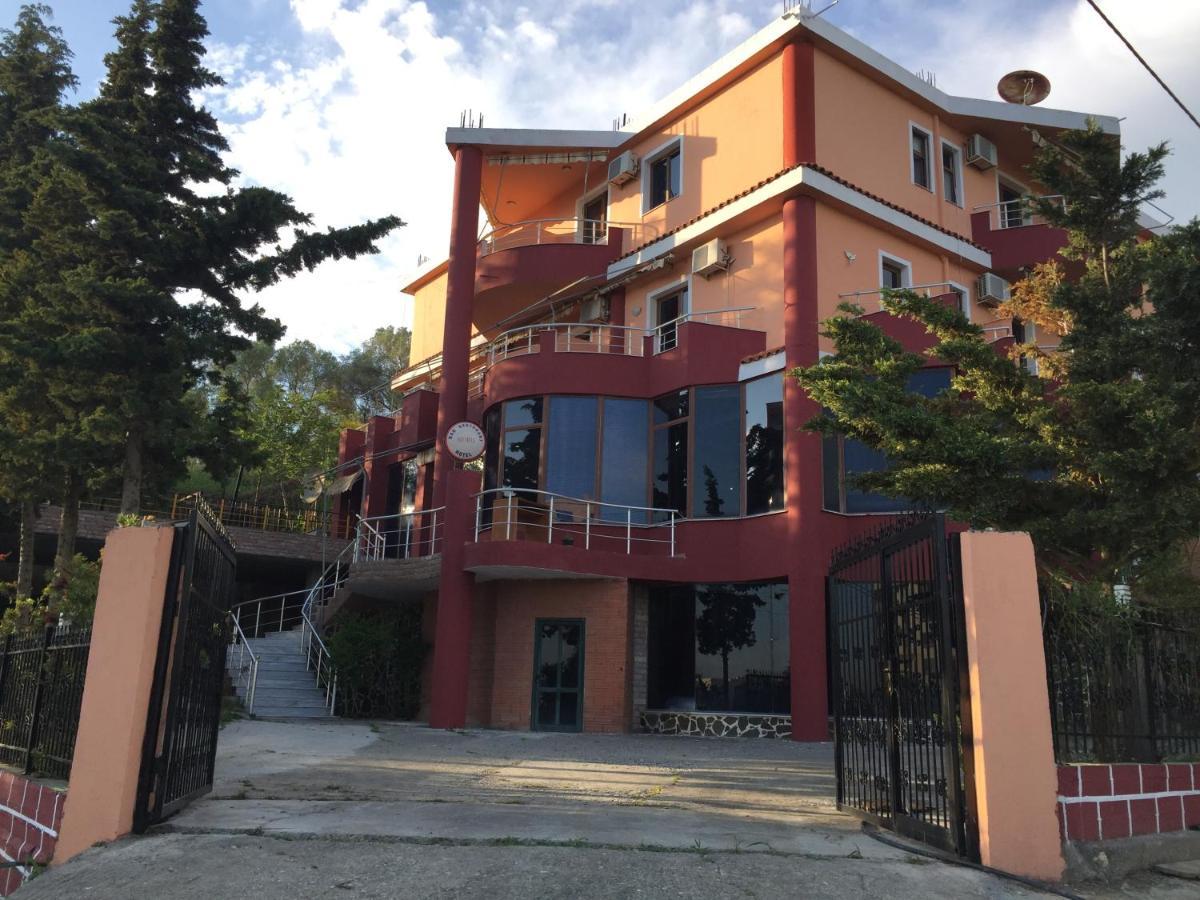 Отель  Hotel Moris
