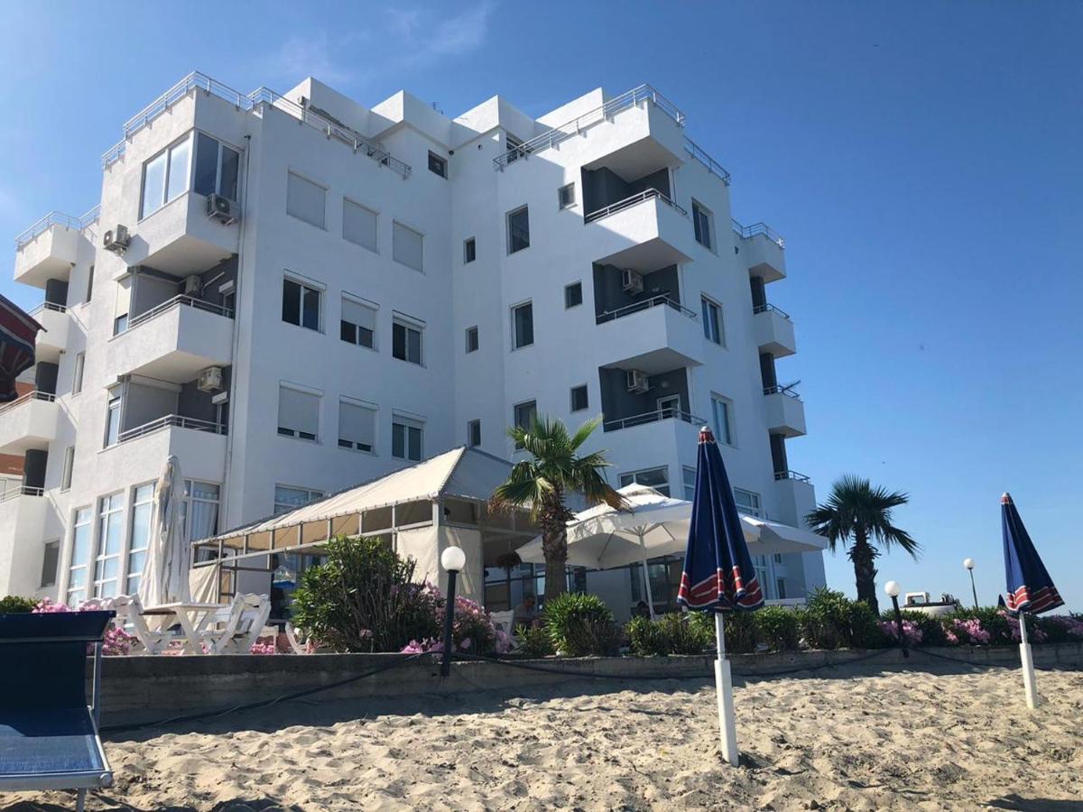 Отель  Sinella Holiday