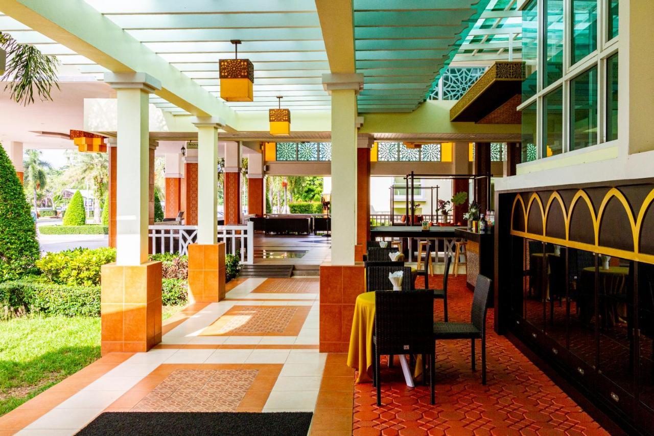 Курортный отель  Krabi Front Bay Resort