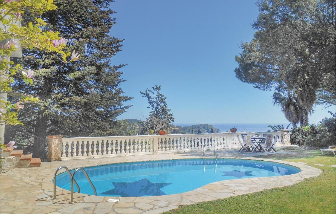 Дом для отпуска Seven-Bedroom Holiday Home In Tossa De Mar, Girona