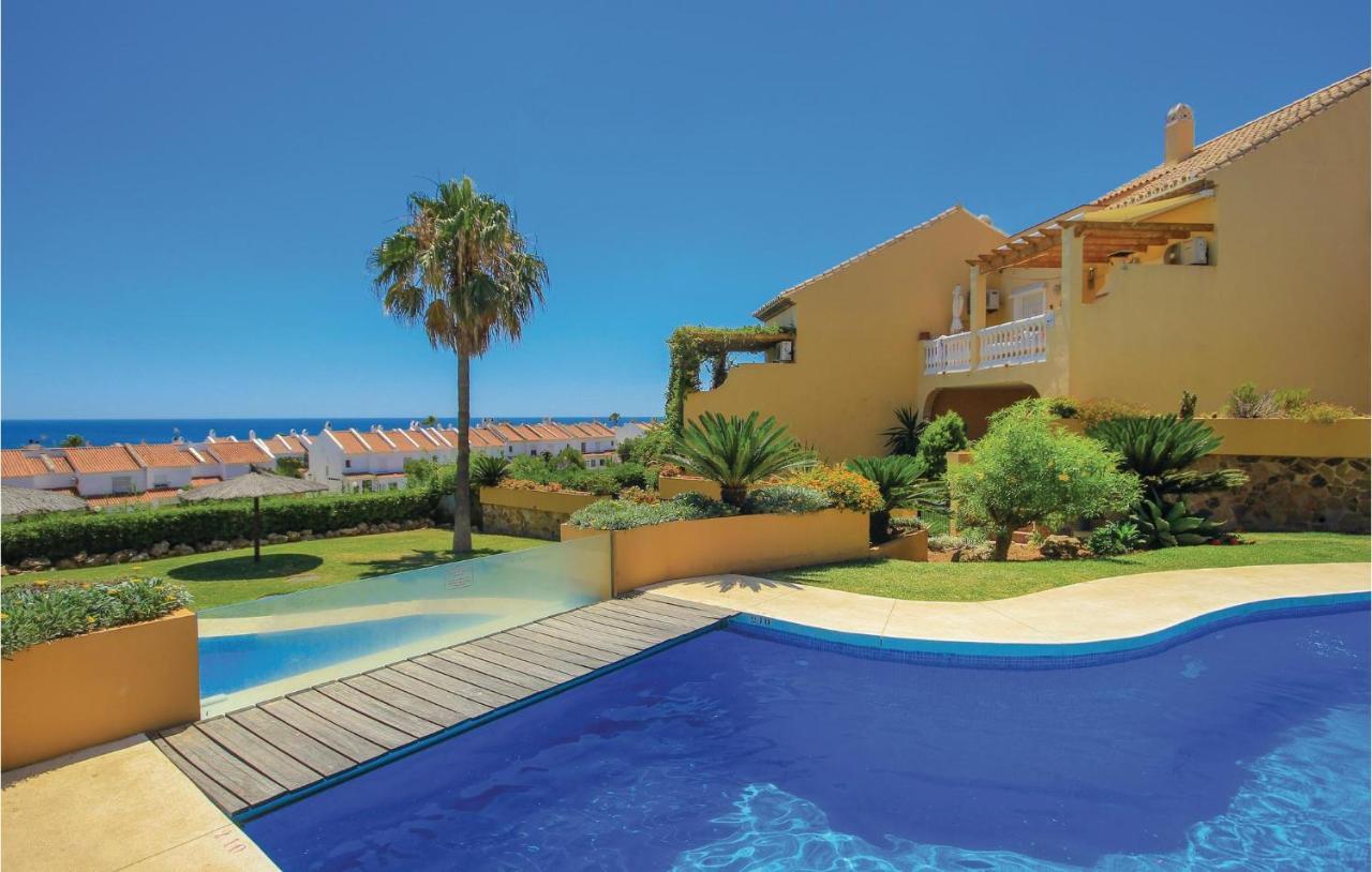 Апартаменты/квартира  Four-Bedroom Apartment In San Luis De Sabinillas