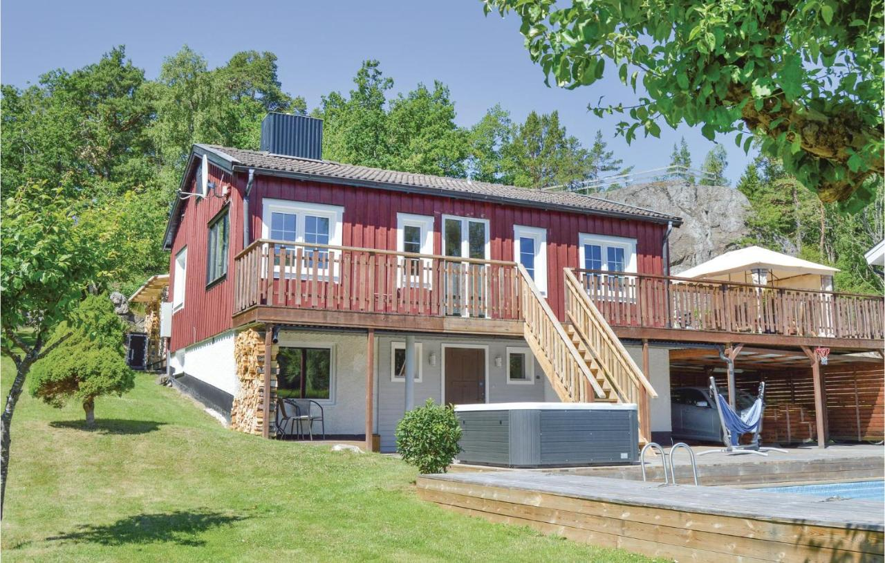 Cottage house close to Stockholm - Guesthouses for Rent in