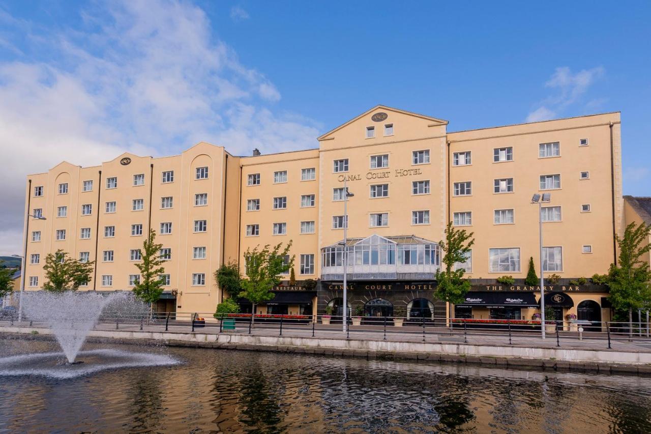 Отель  Canal Court