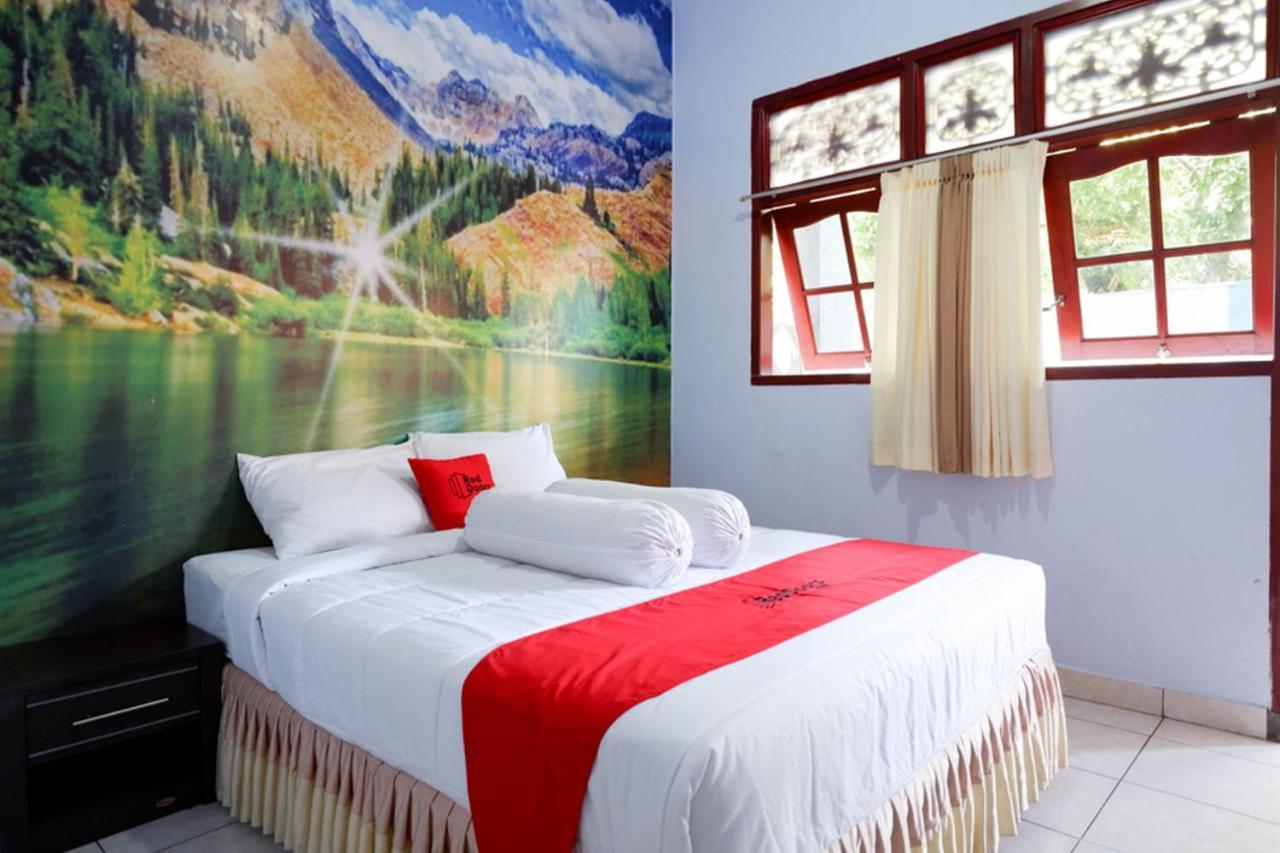 Отель  RedDoorz Near Mayura Park Lombok