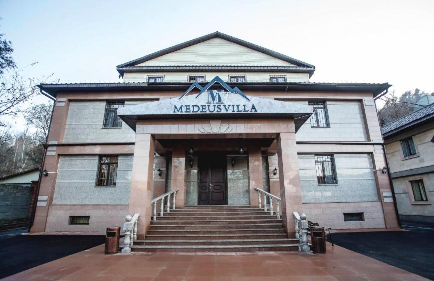 Отель  Отель  Medeu's Villa