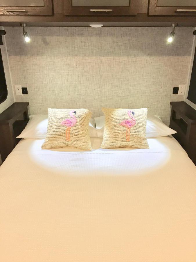 هتل Modern 2 Bedroom2 Bath. Kayak, Pool, Beach, Marina