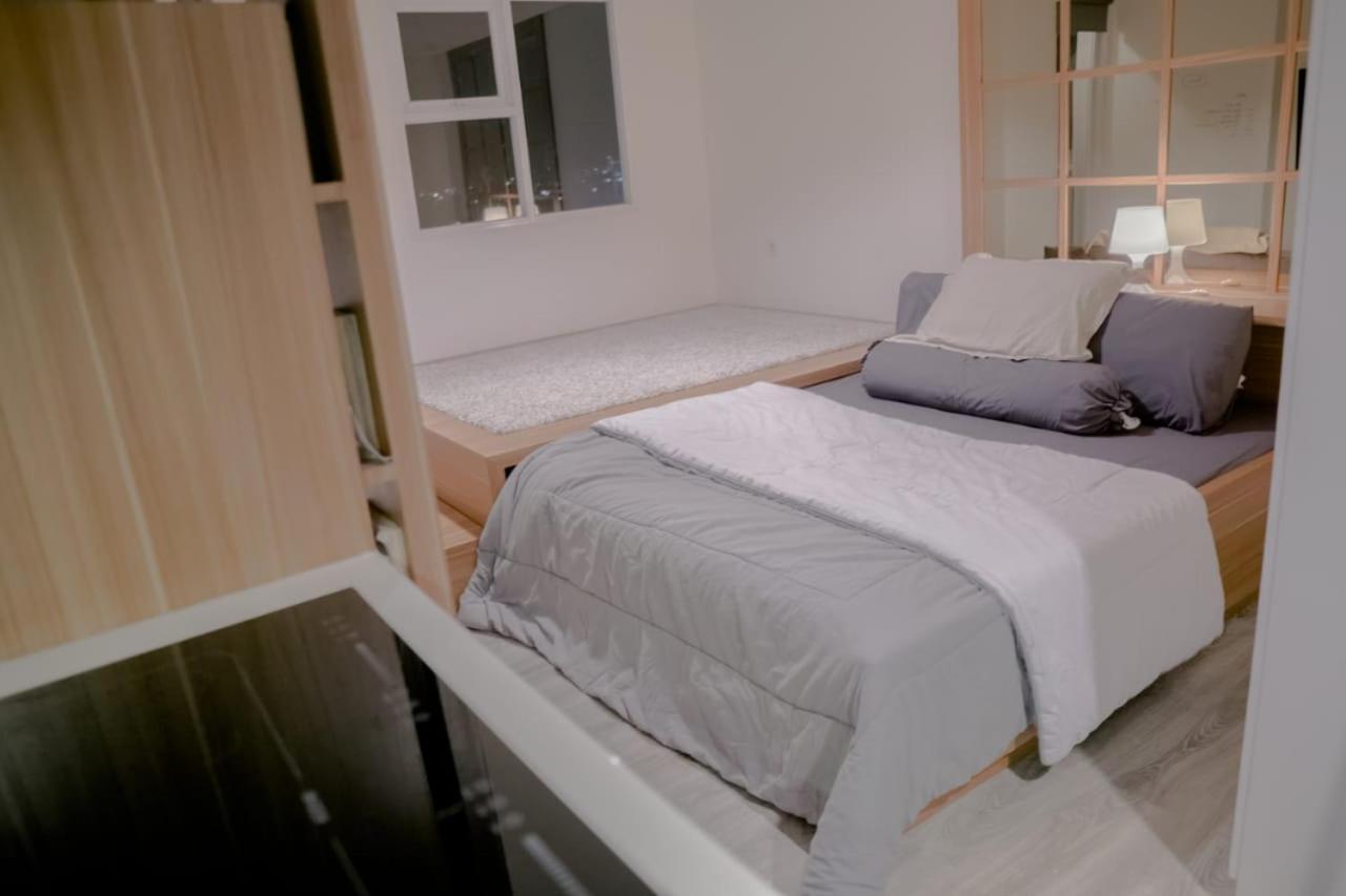 Апартаменты  Cozy Studio Room At Apartment Bintaro Icon