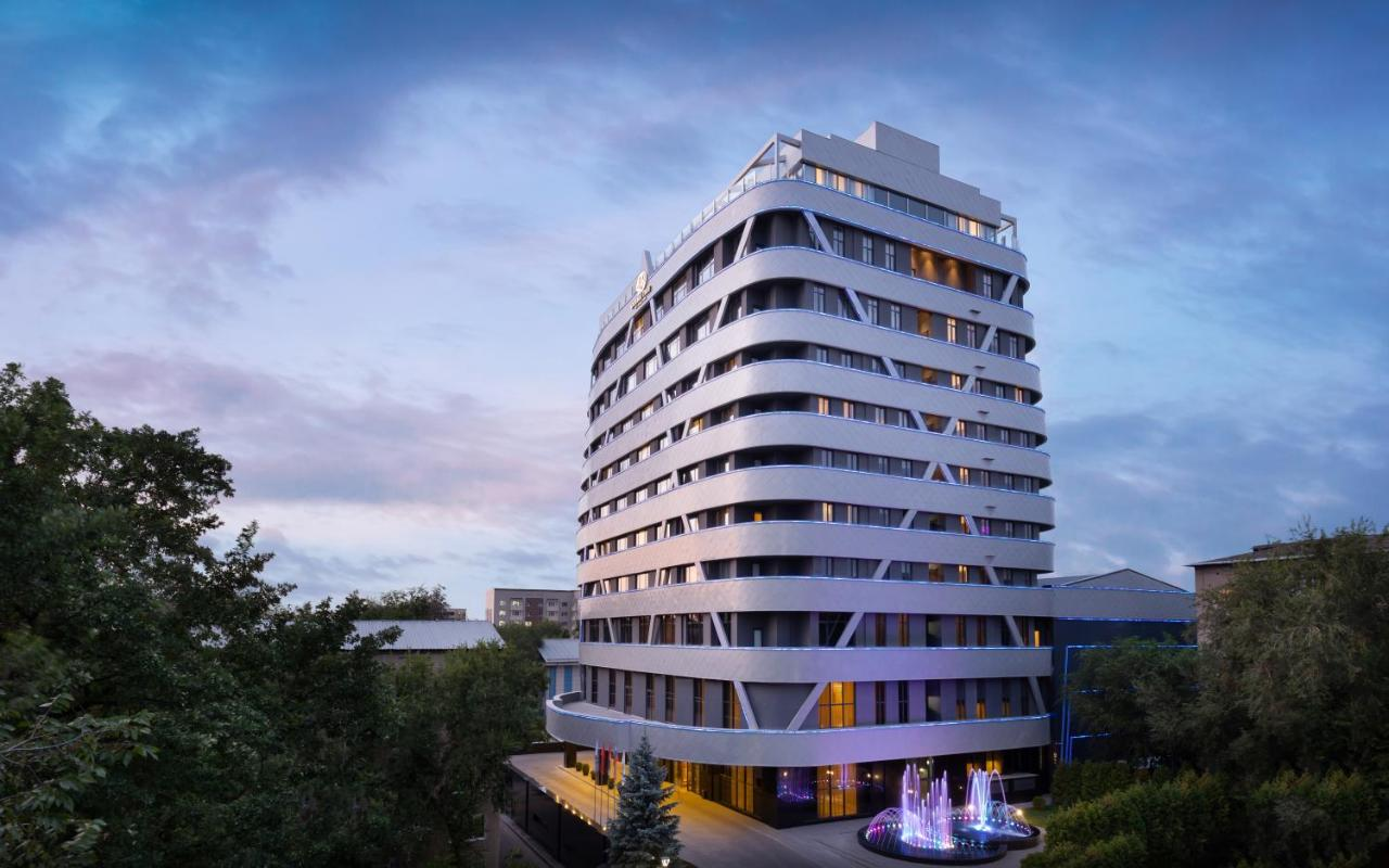 Отель  Отель  DoubleTree By Hilton Almaty