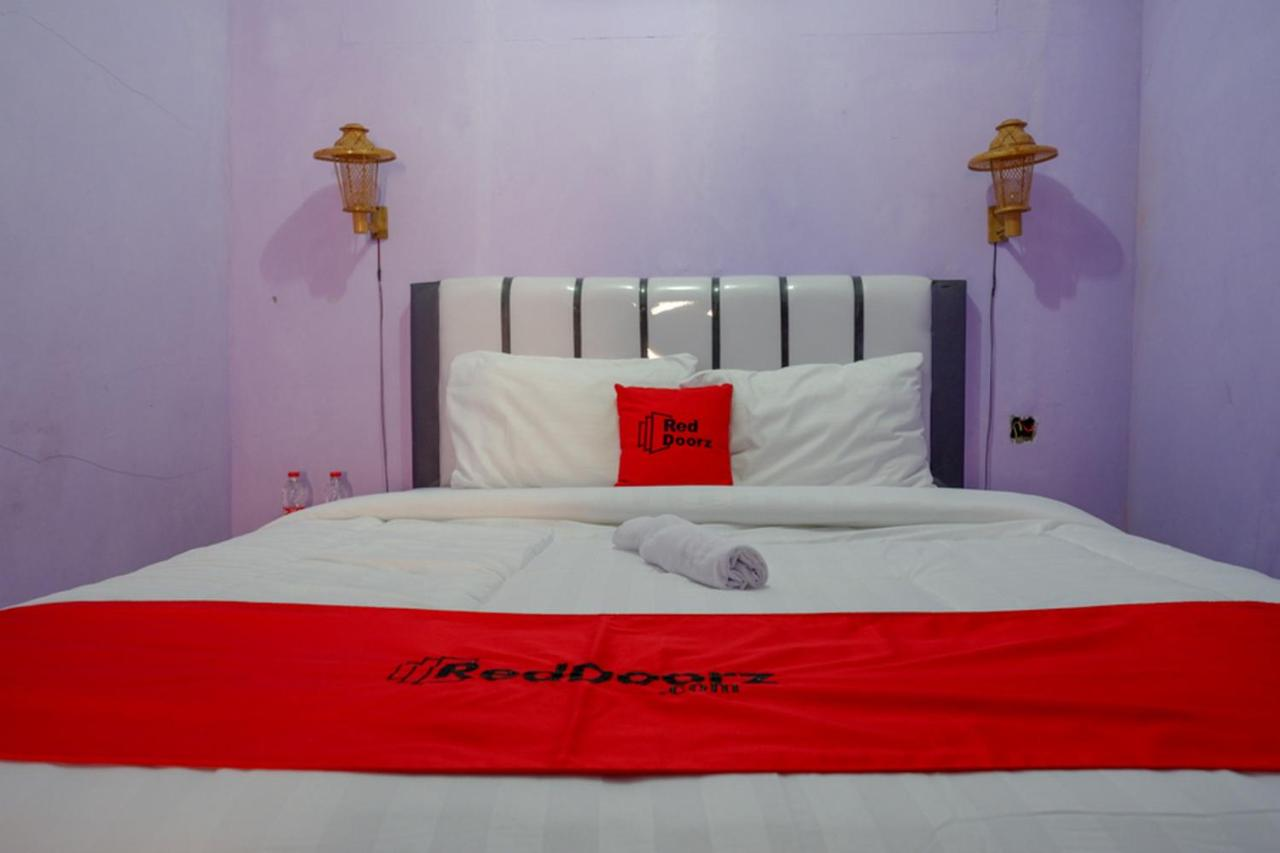Отель  RedDoorz Near Goa Jatijajar