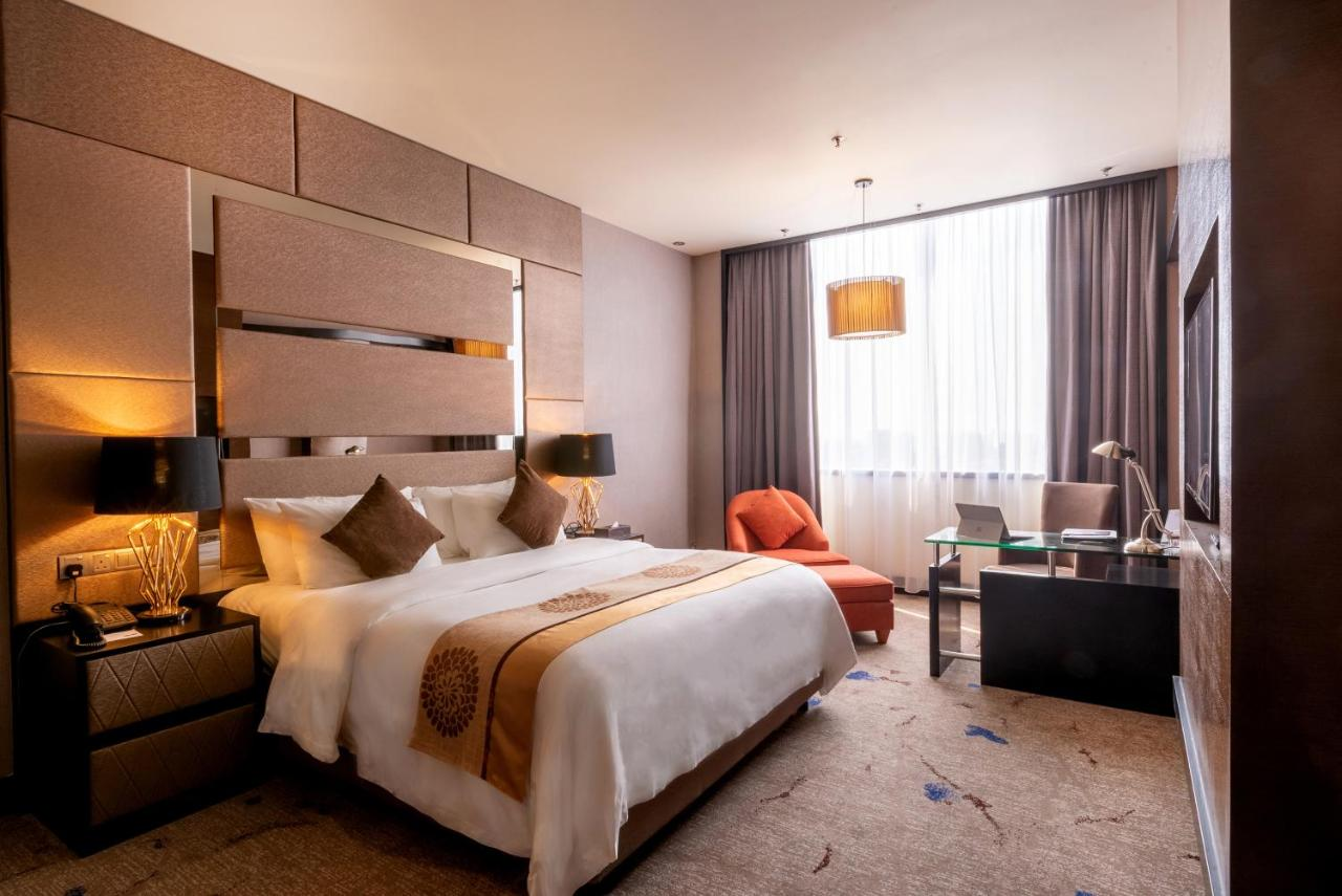 Отель New World Suites