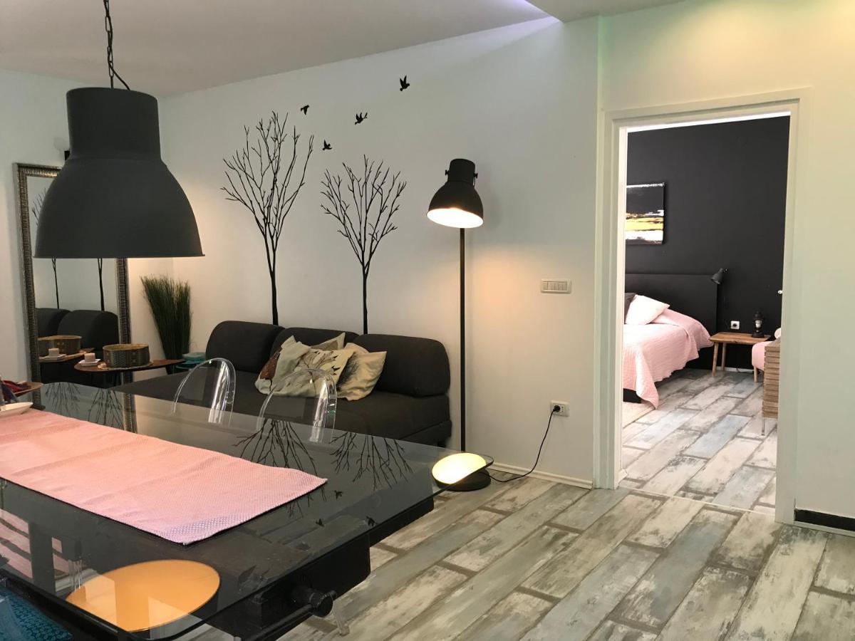 Pine And Lime Apartments Pula Croatia Booking Com
