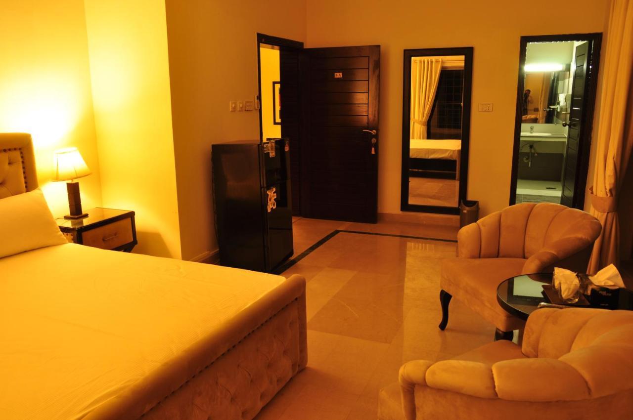 Отель  Отель  Reina Boutique Hotel - G6/3