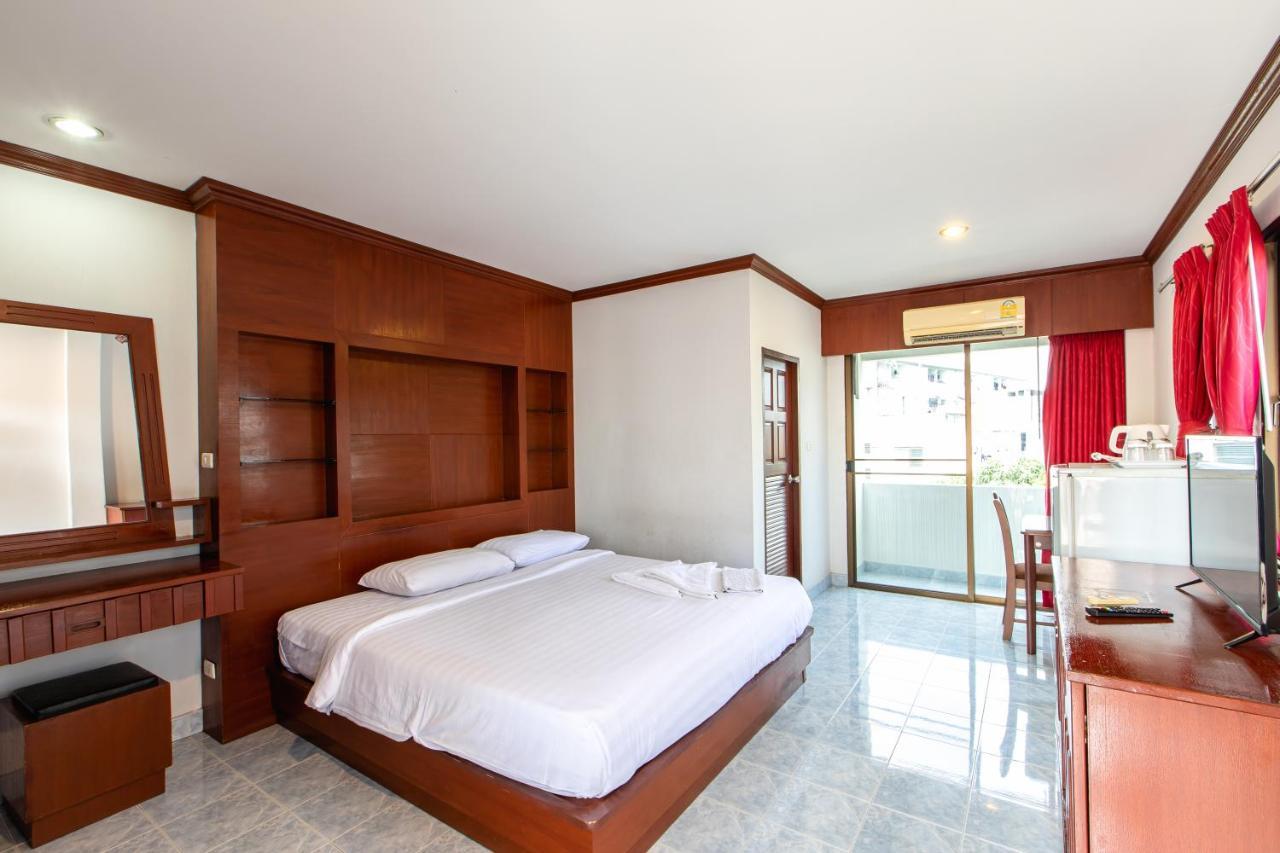 Отель Selina Place