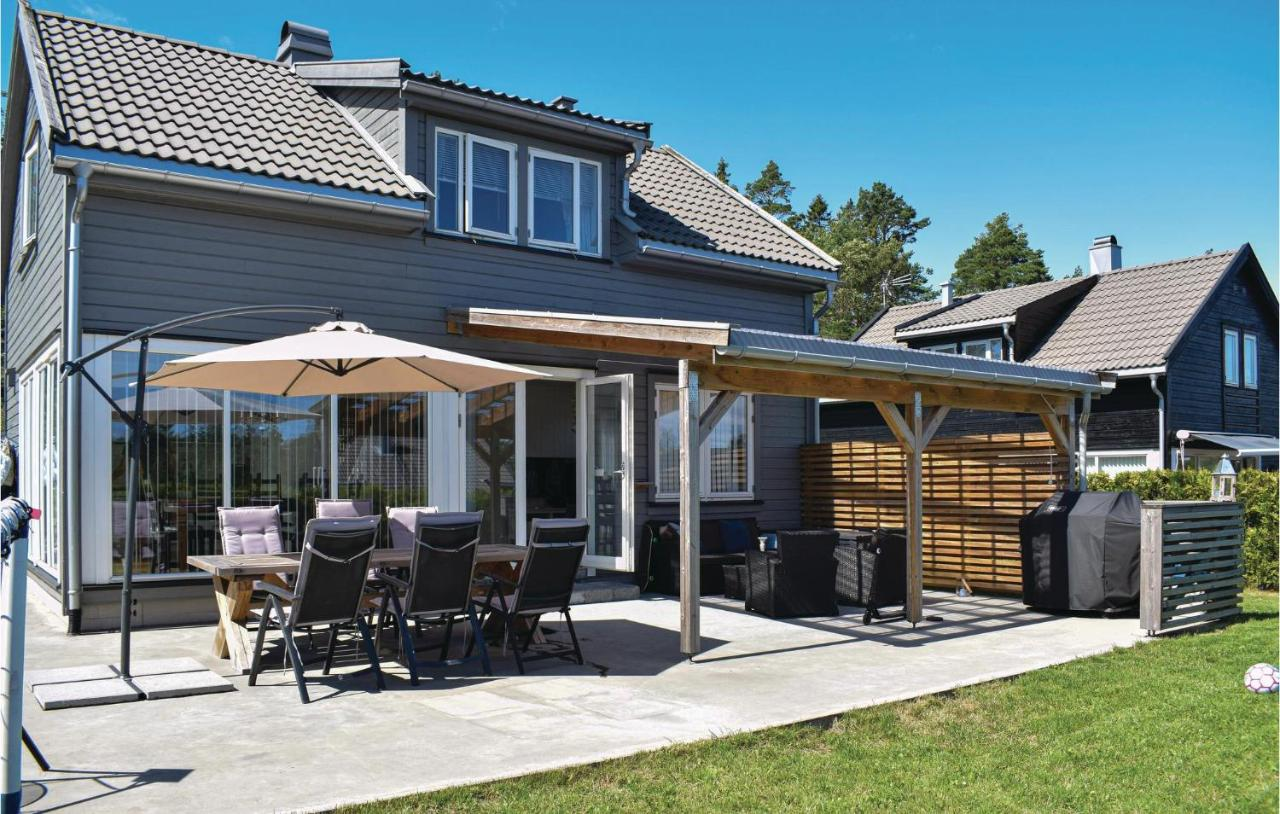 Дом для отпуска  Awesome Home In Risør W/ Indoor Swimming Pool, WiFi And 4 Bedrooms
