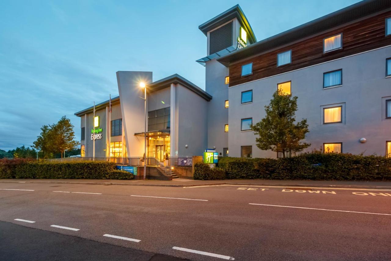 Отель  Holiday Inn Express Walsall M6, J10