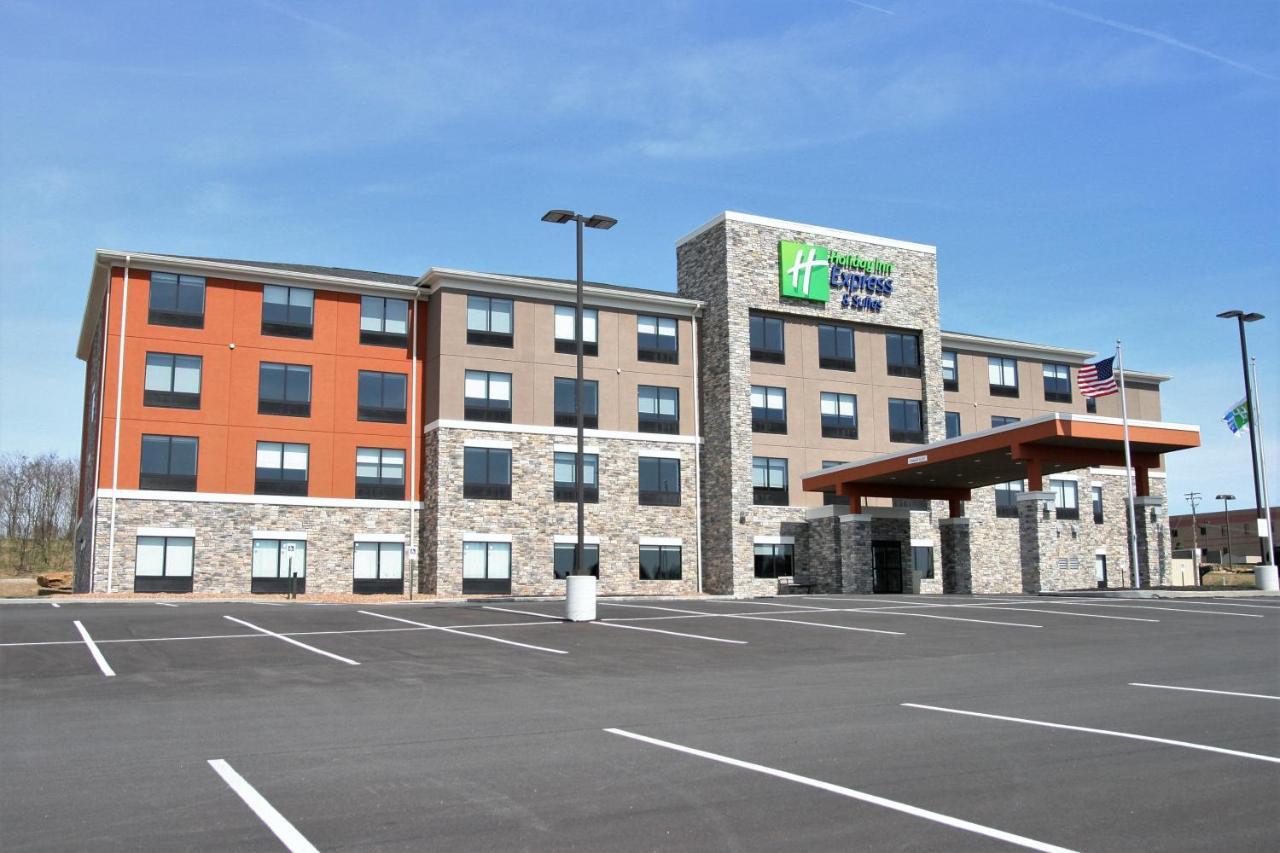 Отель Holiday Inn Express & Suites Clarion