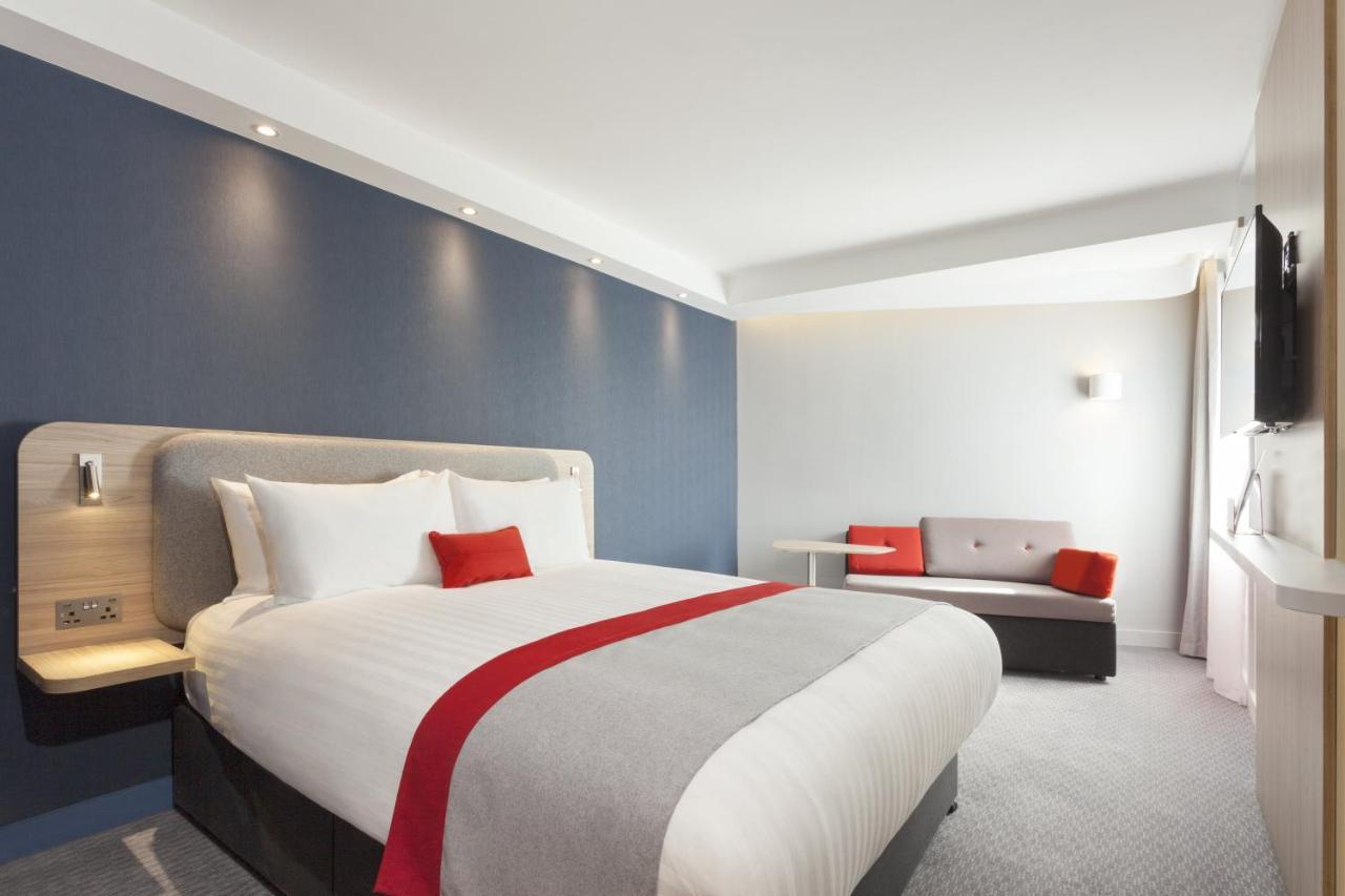 Отель  Holiday Inn Express St. Albans - M25, Jct.22
