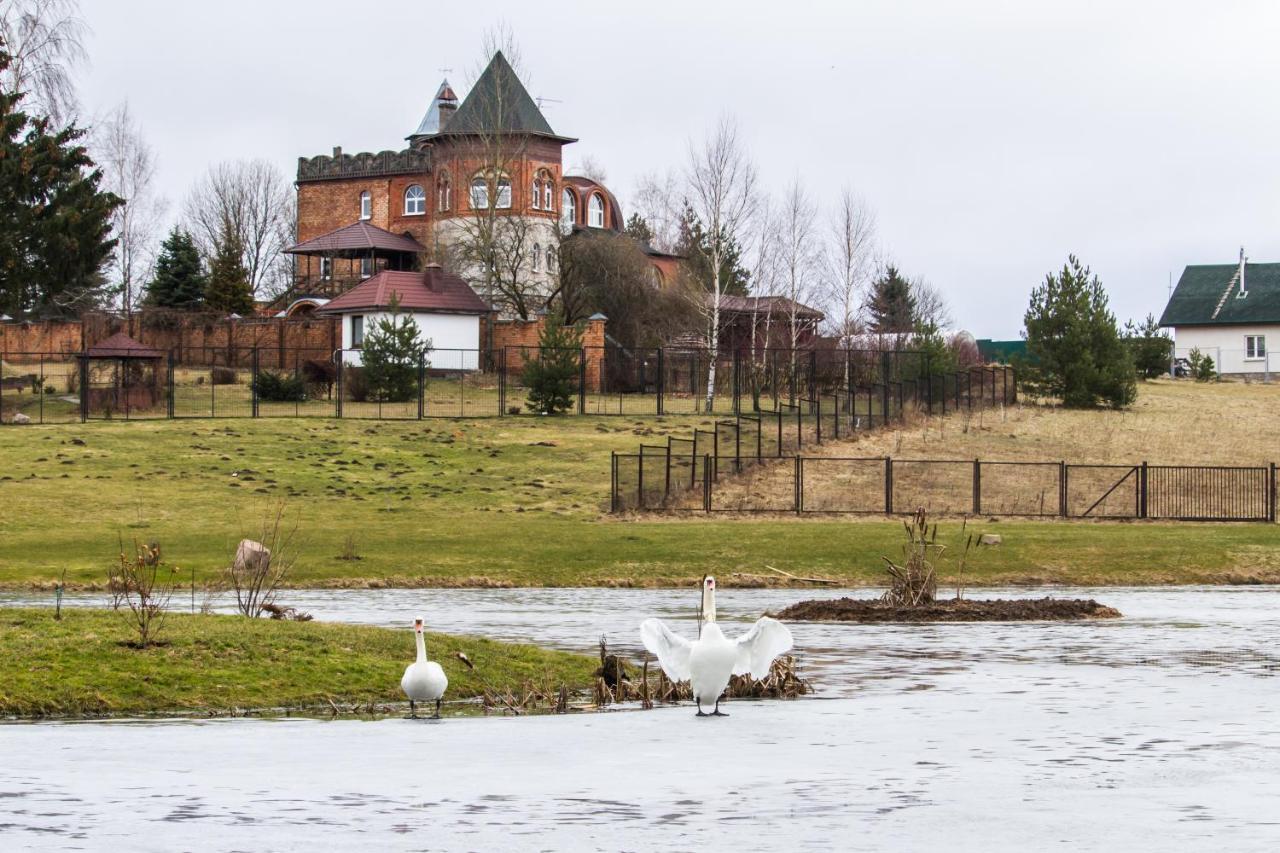 Вилла  Замок с видом на озеро