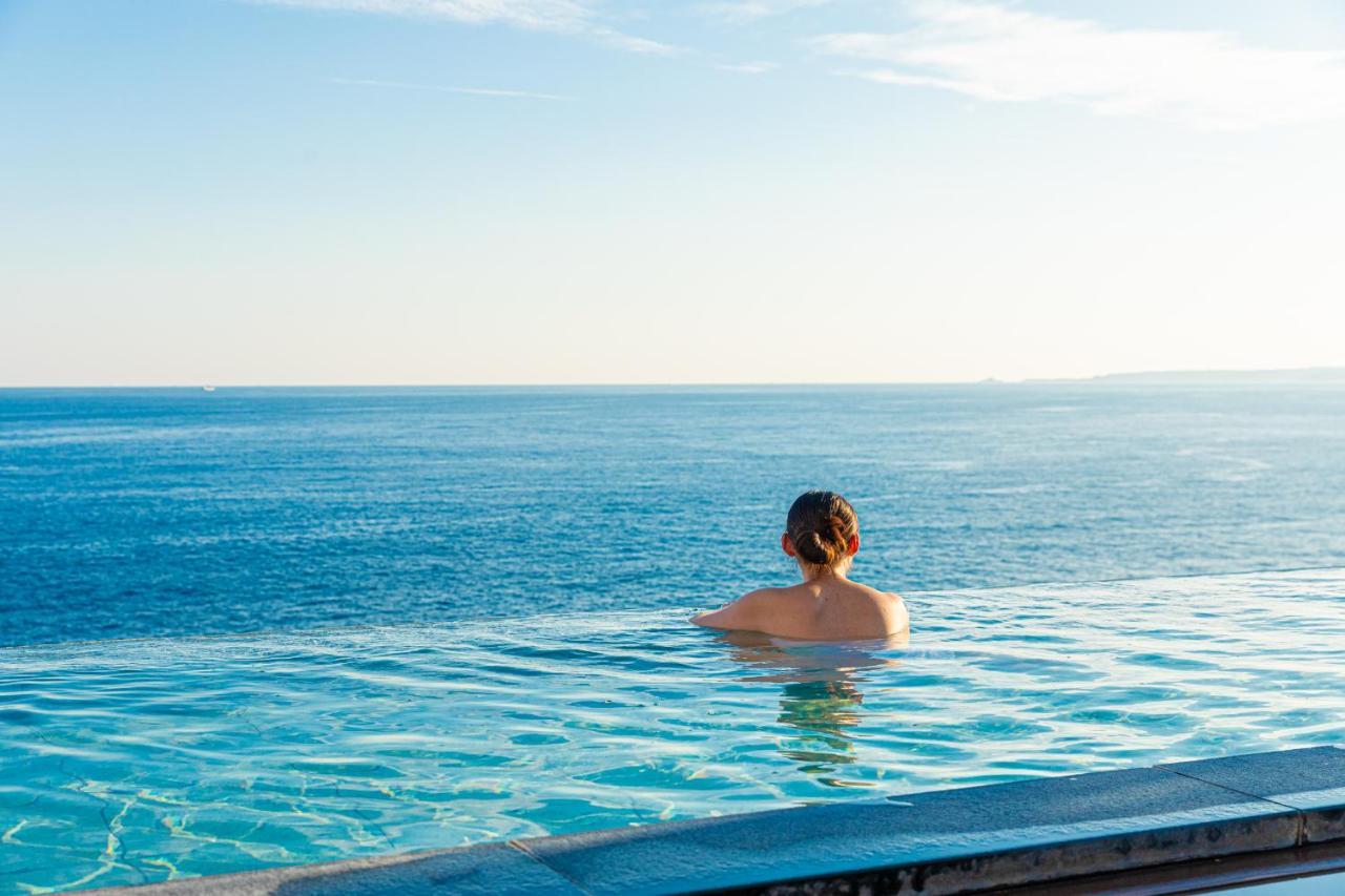記念日におすすめのホテル・海一望絶景の宿いなとり荘の写真1