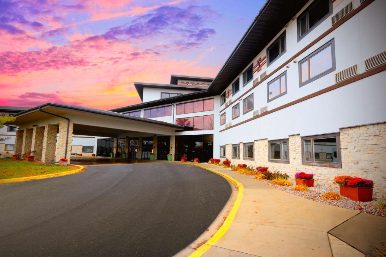 Отель  Отель  Radisson Hotel & Conference Center