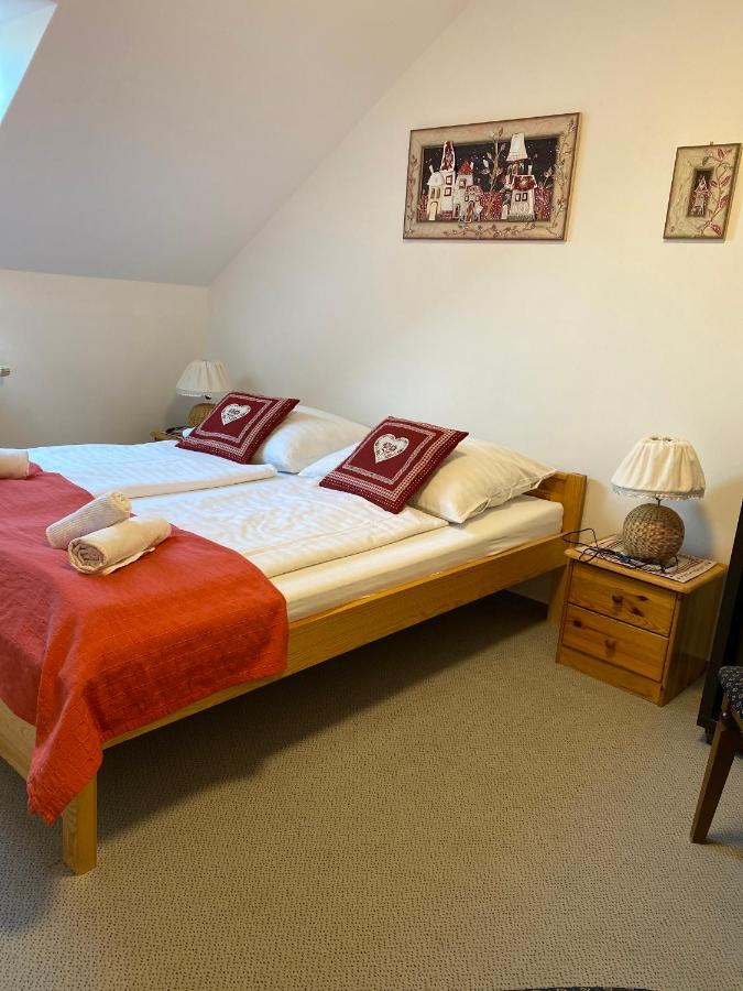 Отель типа «постель и завтрак» Penzión Vila Petra Bed&Breakfast
