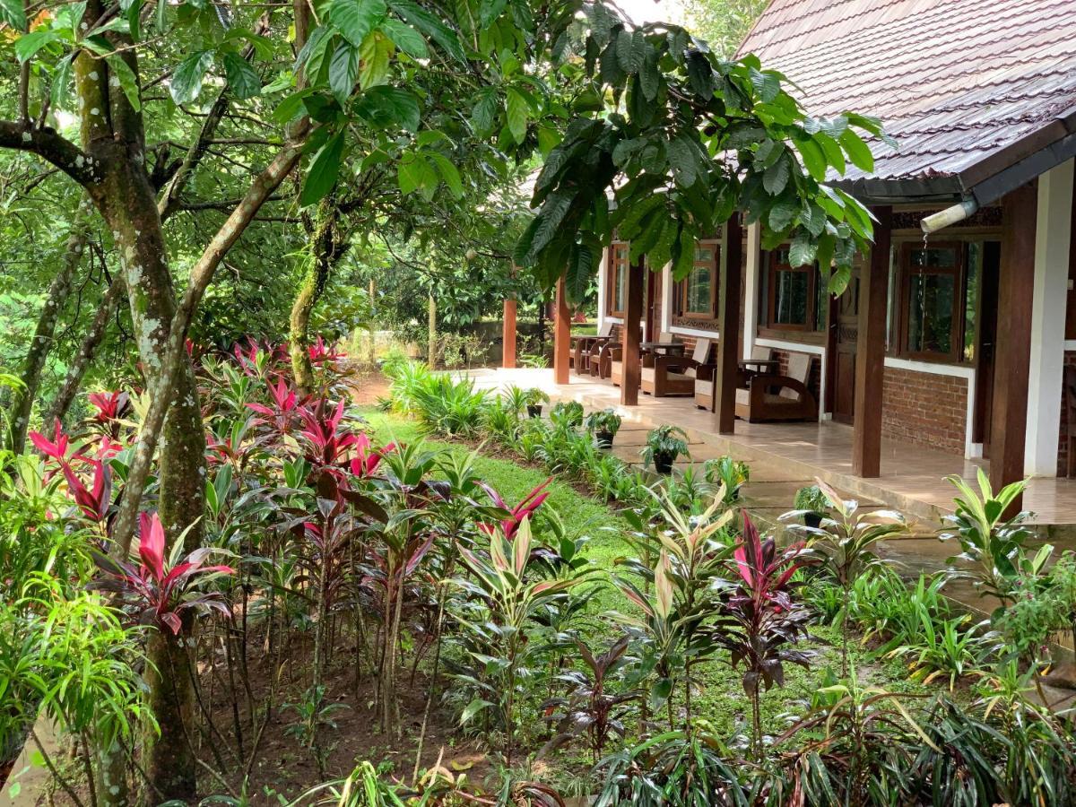 Kampoeng Wisata Rumah Joglo Bogor Indonesia Booking