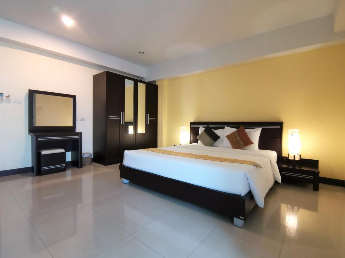 Отель  Отель  Phupara Place Phuket Town