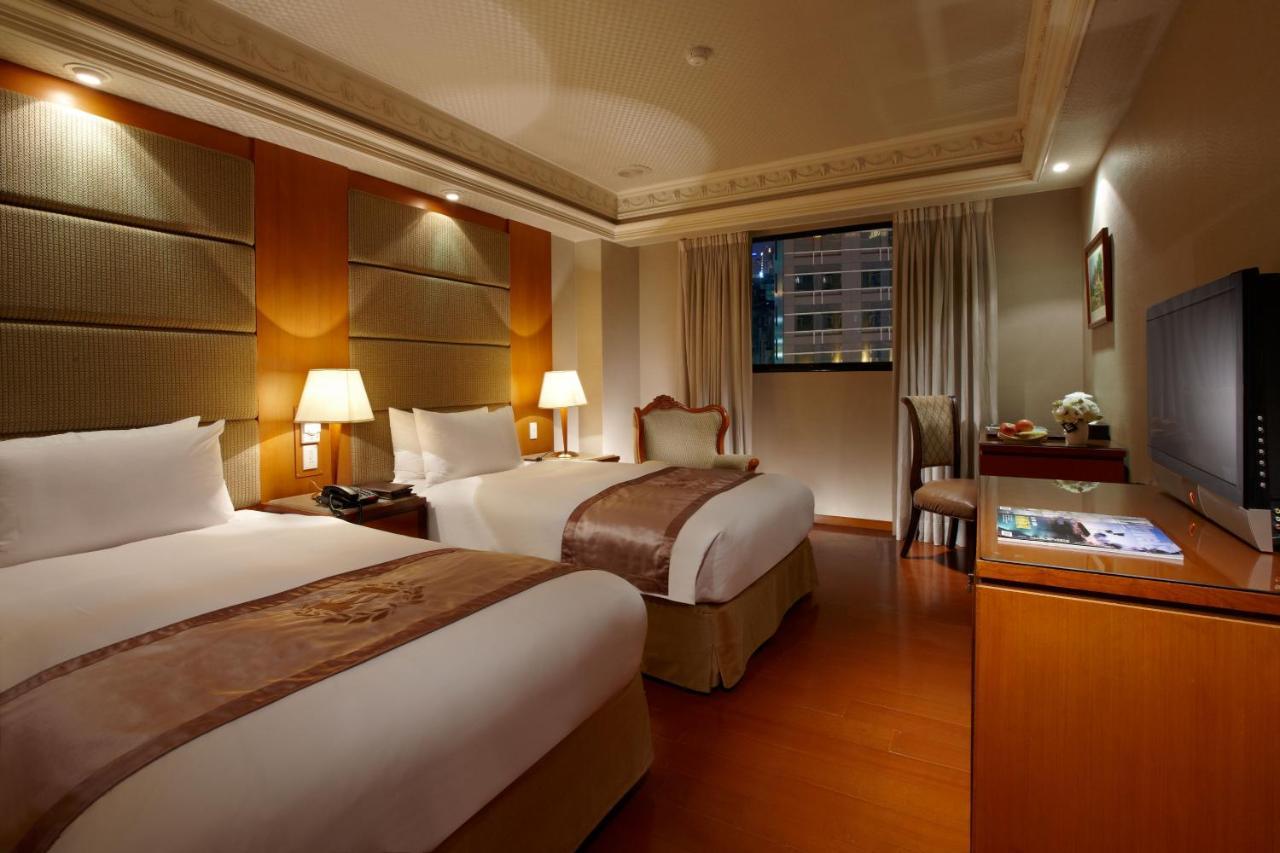 Отель  Deja Vu Hotel