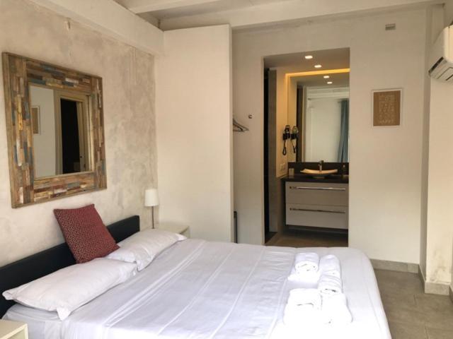 Фото  Мини-гостиница  The Edwards Suites