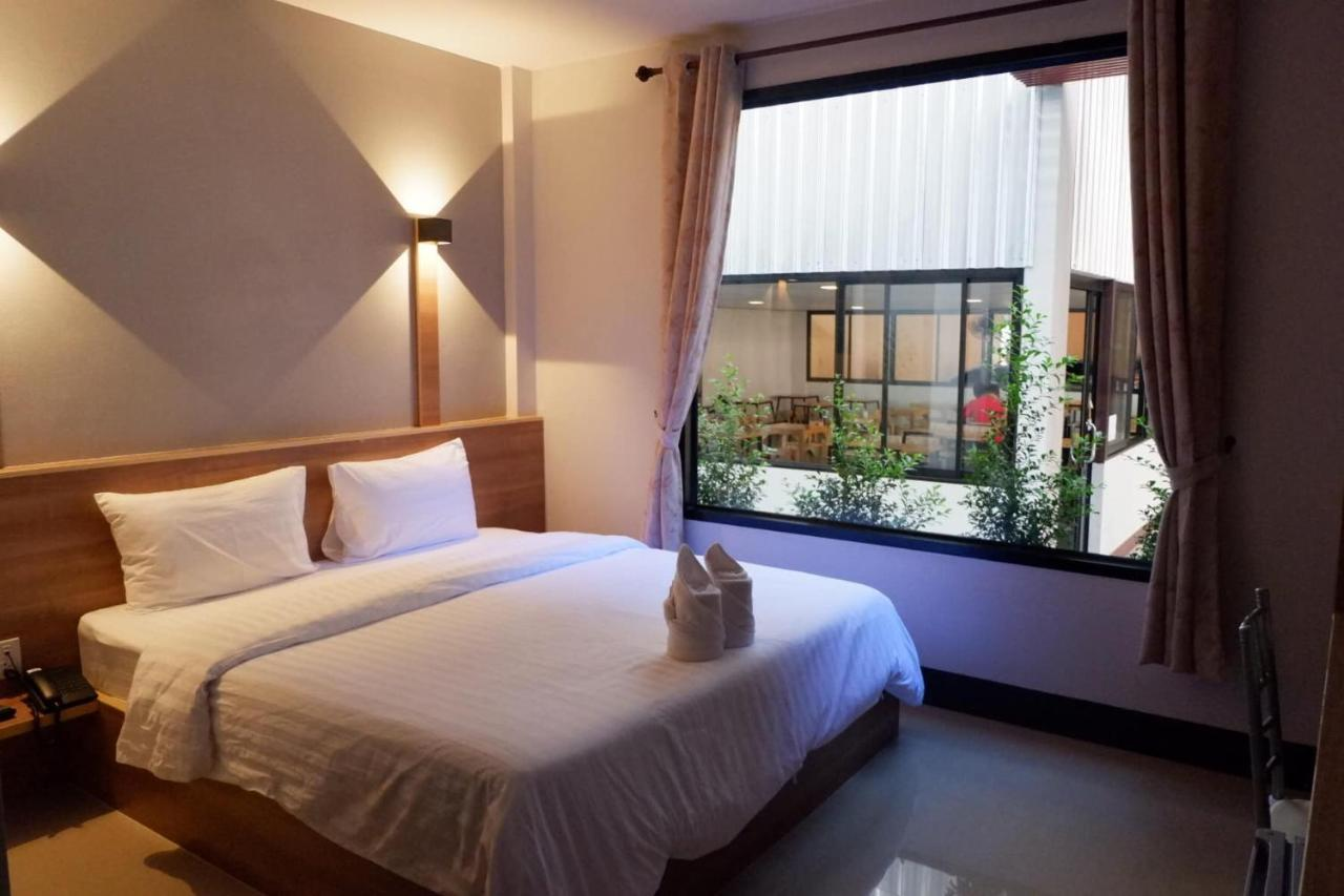 Отель  Nakarin Hotel
