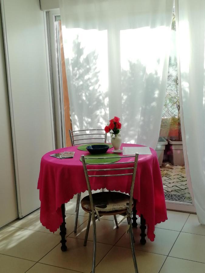 Materasso Gonfiabile Matrimoniale Carrefour.Apartment Monet Menton France Booking Com