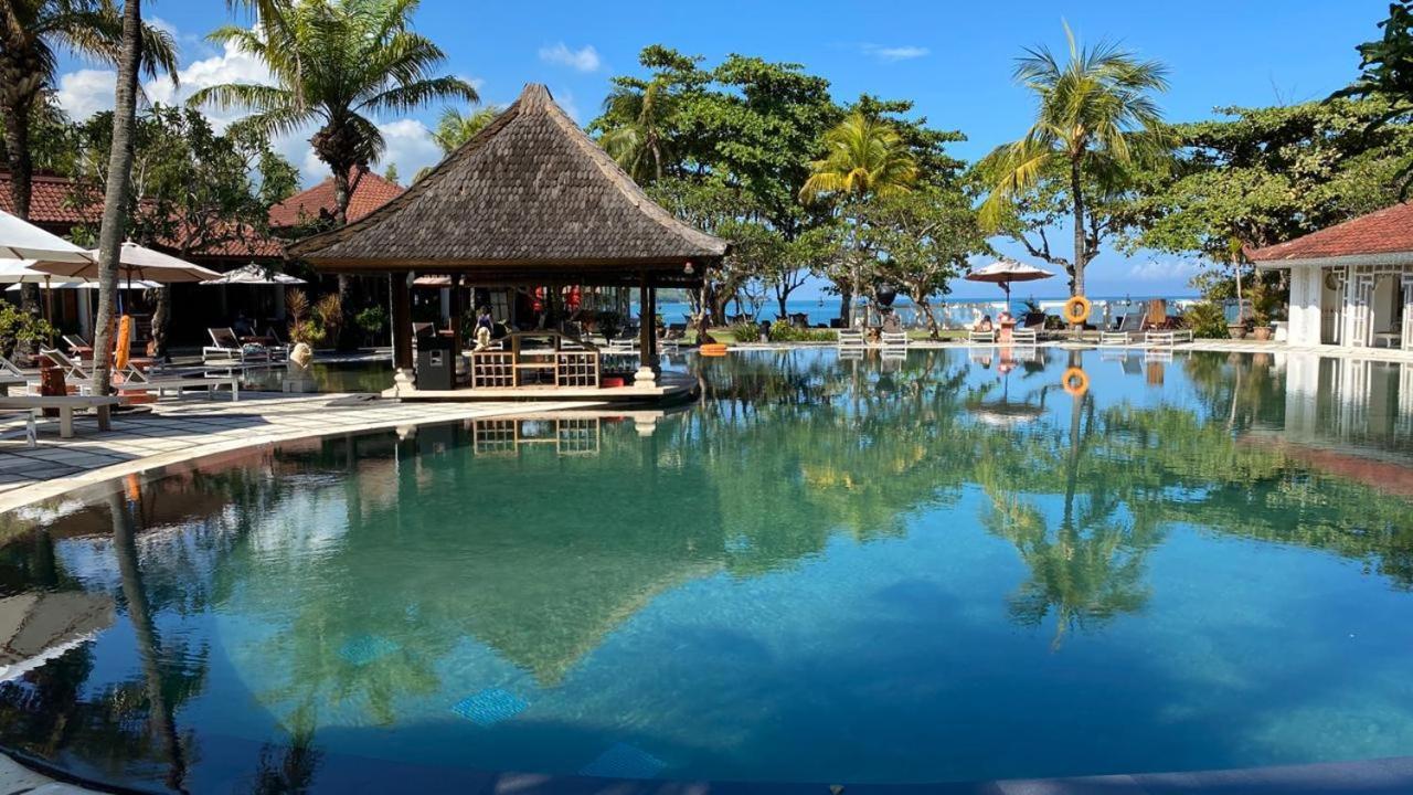 Piscine de l'établissement Keraton Jimbaran Resort ou située à proximité