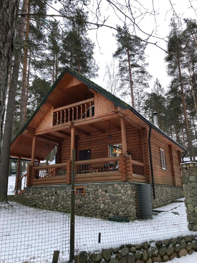 Дом для отпуска  Дом в лесу на берегу озера