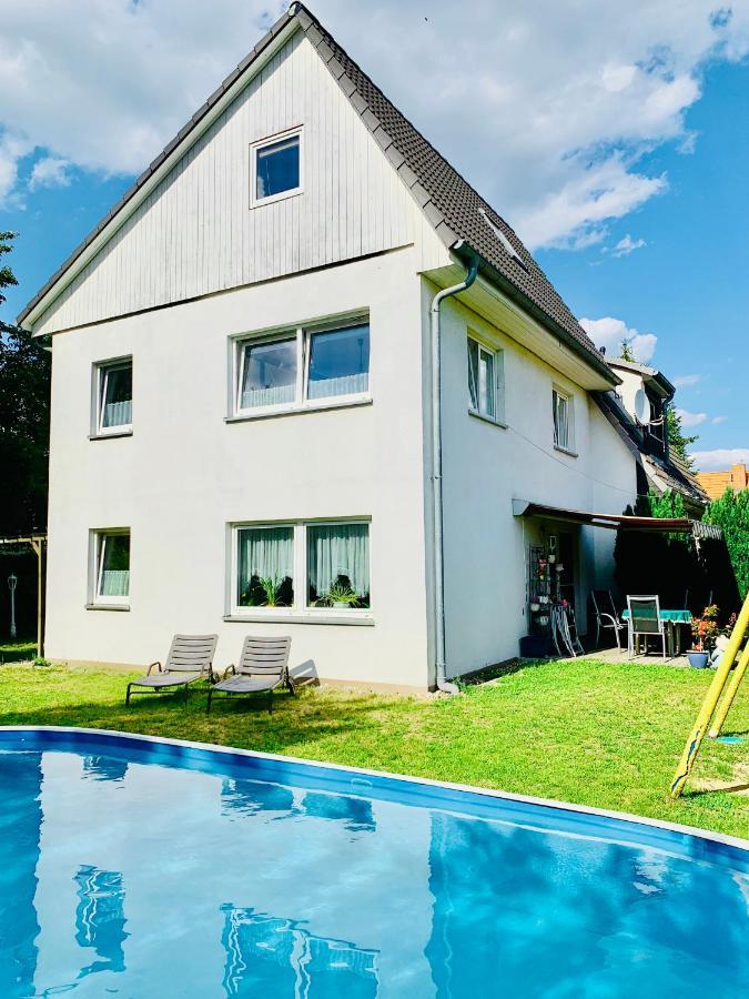 Дом для отпуска  Gästehaus Falkensee, Nahe Berlin Mit Pool