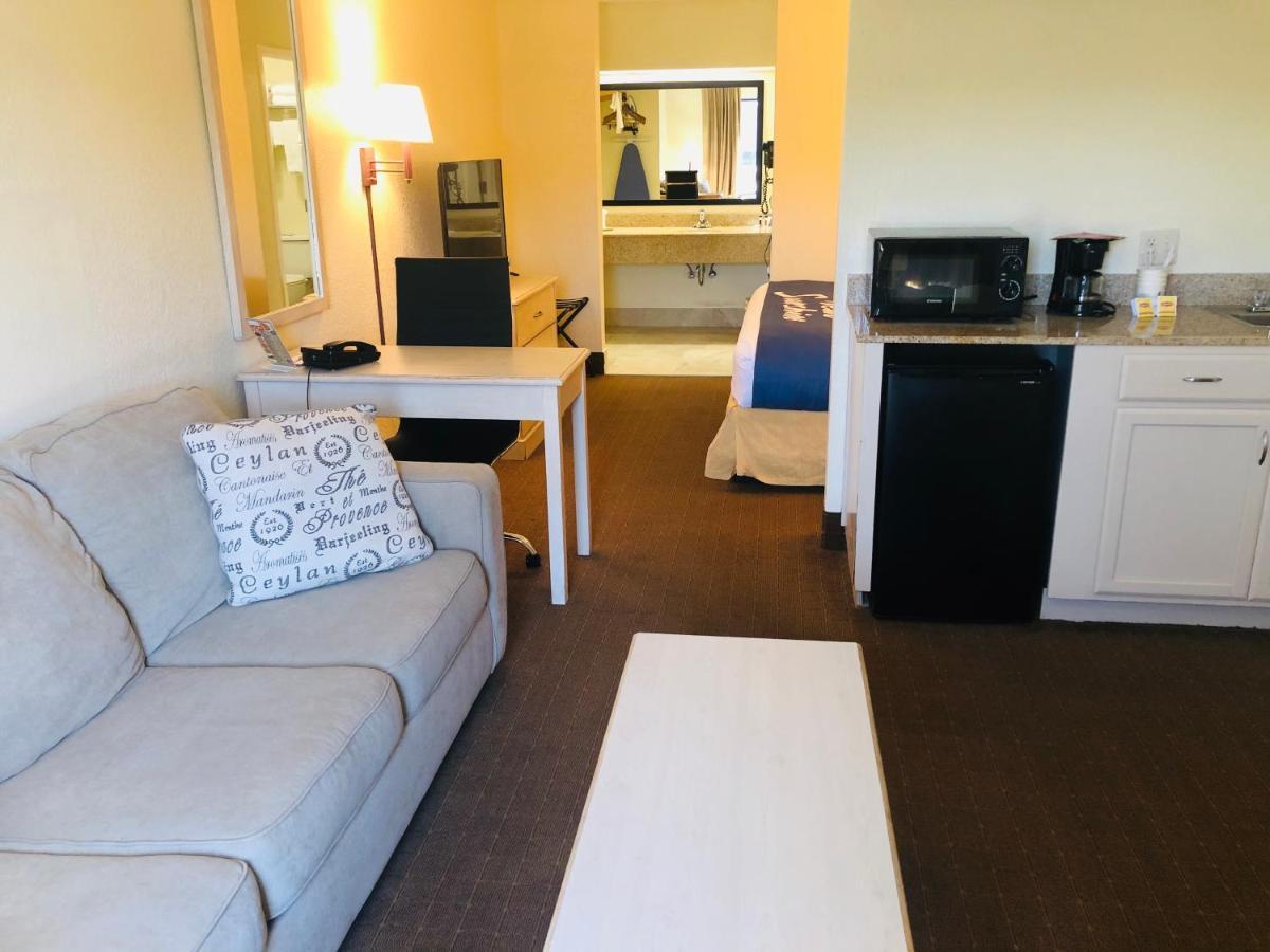 Days Inn Suites Navarre Fl Booking