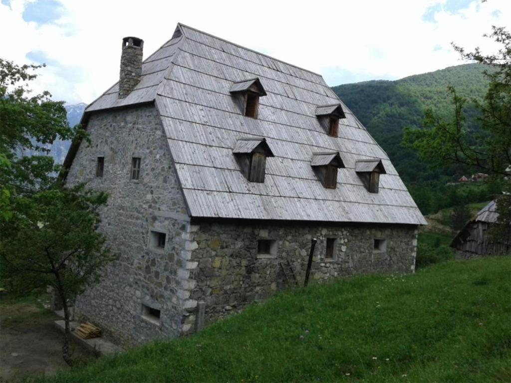 Гостевой дом  Familja Çarku