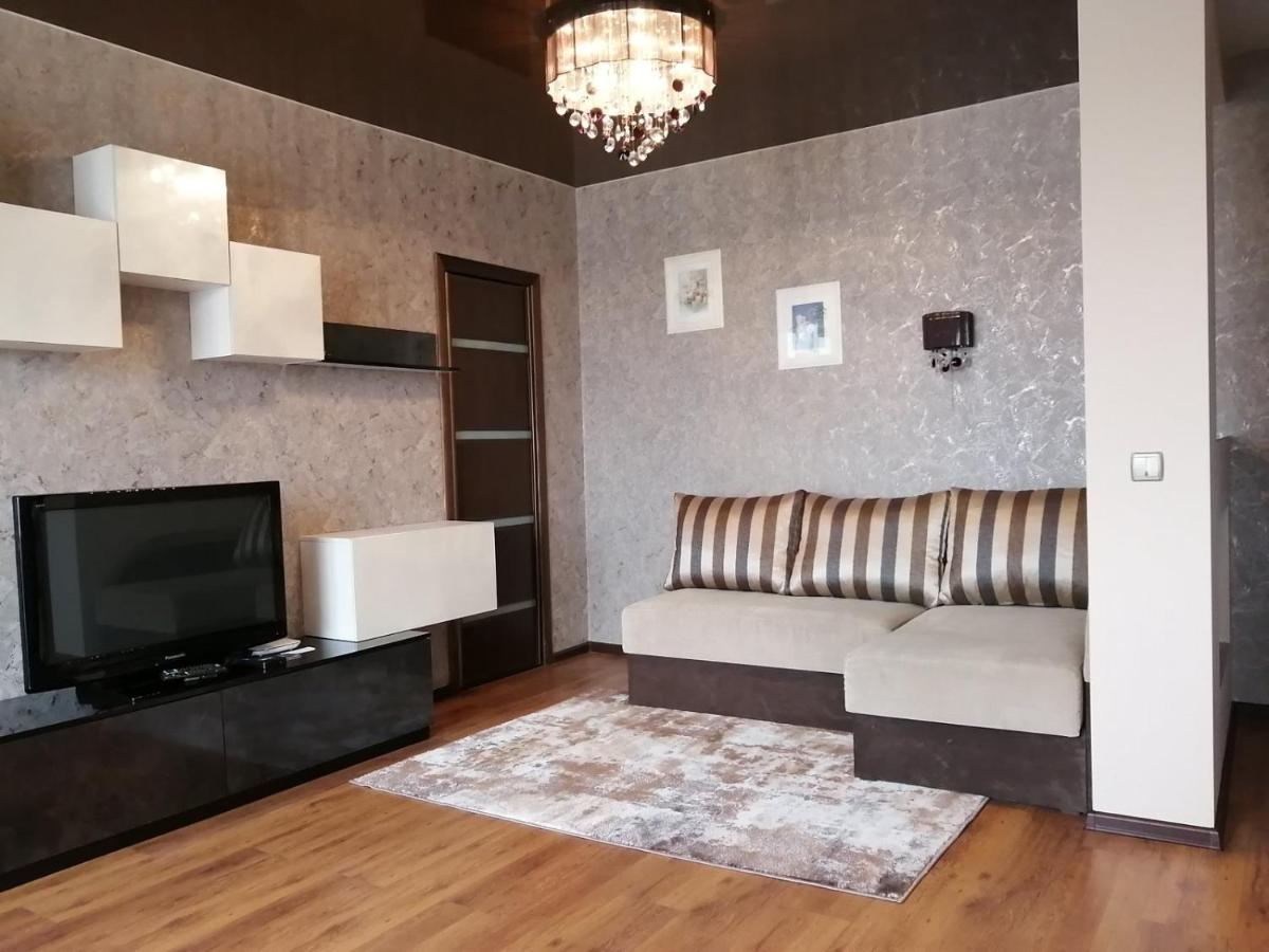Апартаменты/квартира  Квартира-студия на Жилуновича