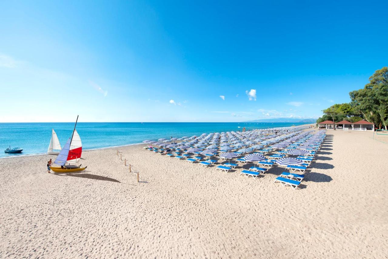 Курортный отель  VOI Floriana Resort