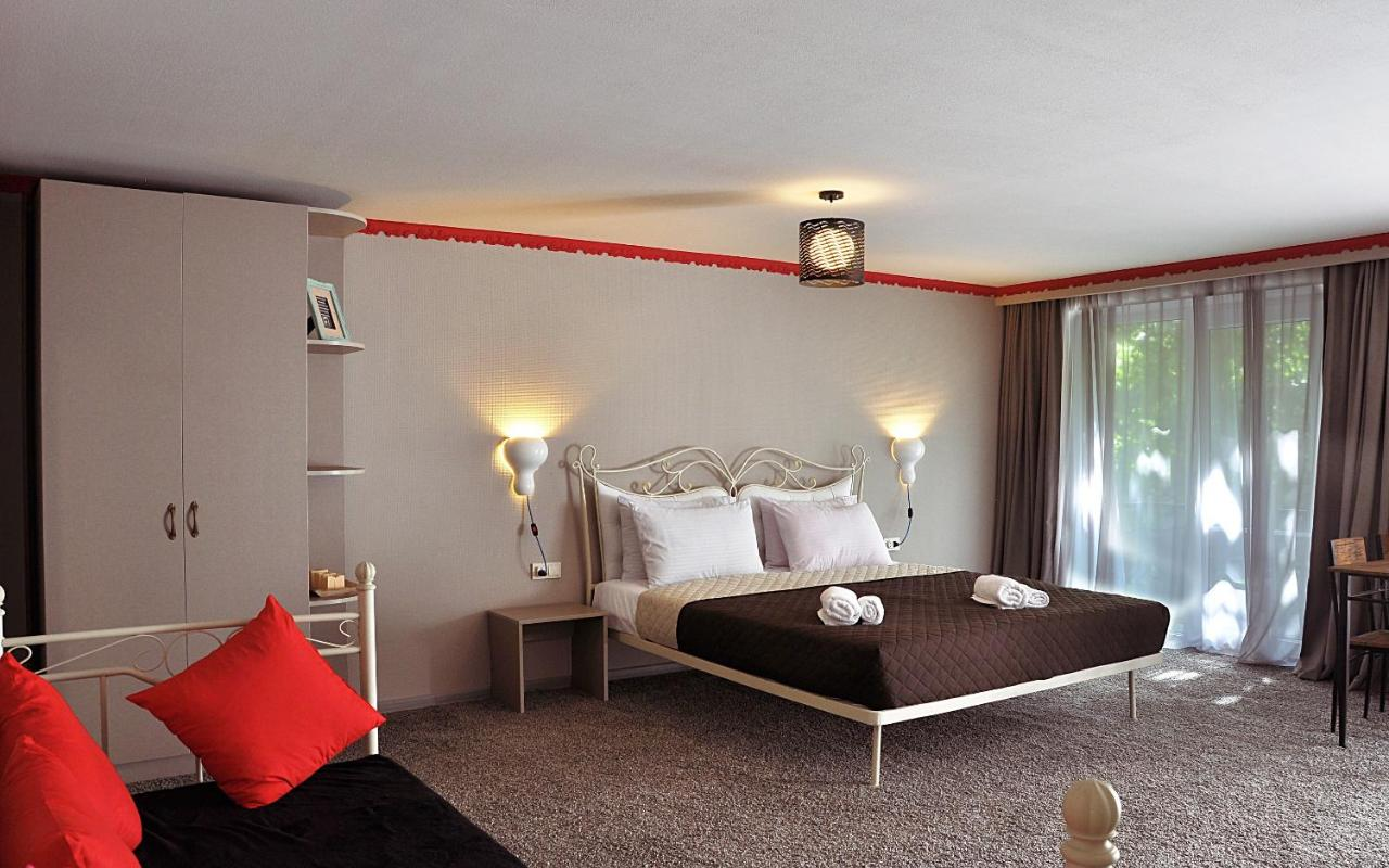 Отель  Art Hotel Claude Monet